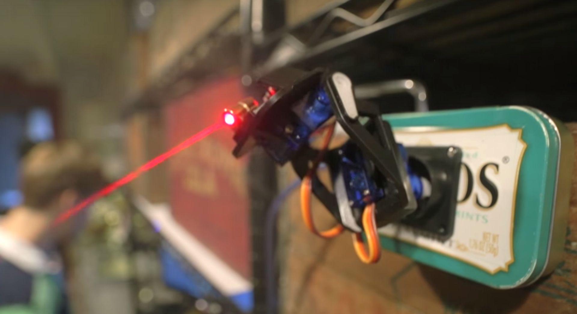 Tour laser pour chat