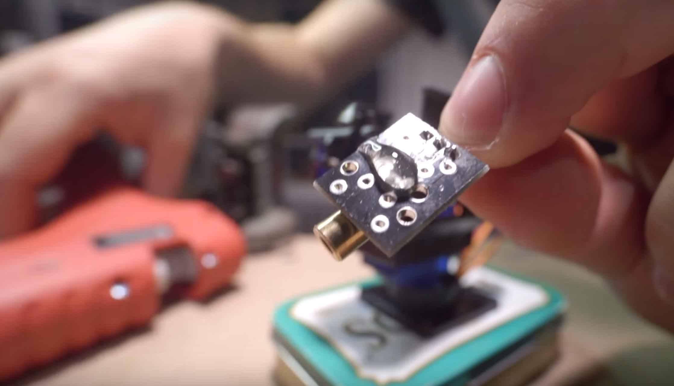 Fabriquer une tour laser pour chat lafabriquediy