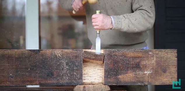 Faire une encoche avec un ciseau à bois