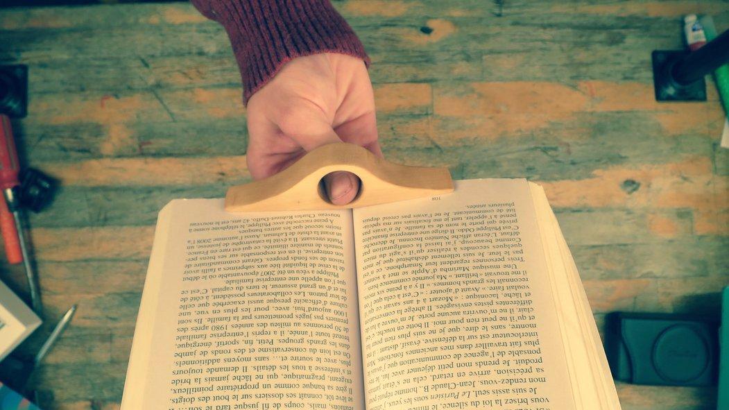 Lire d'une seule main